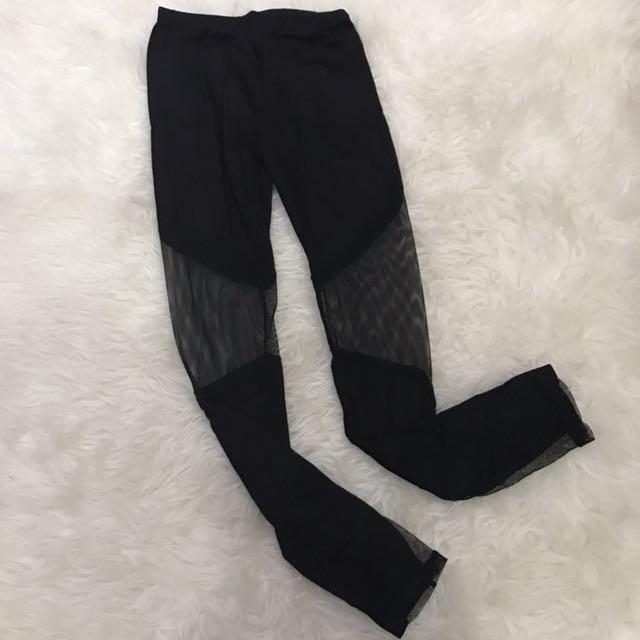 Black mesh legging