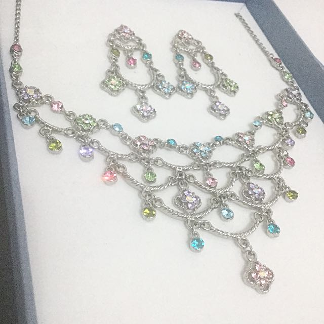 BNIB Crystal jewellery set