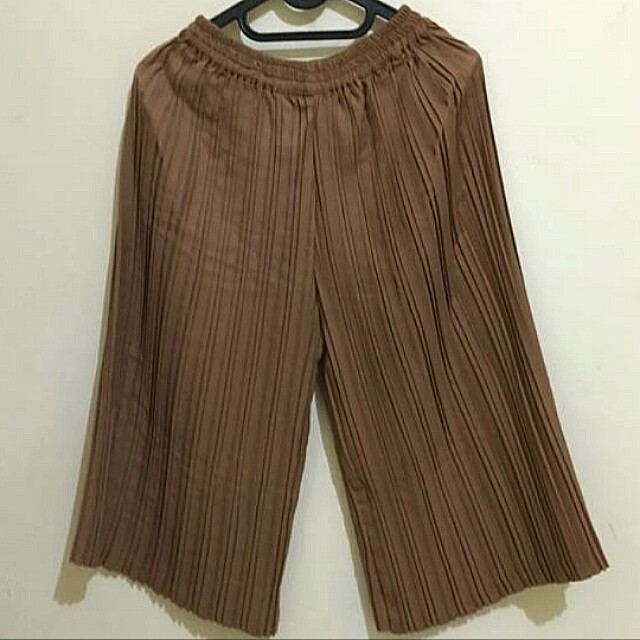 Brown pleated cullote
