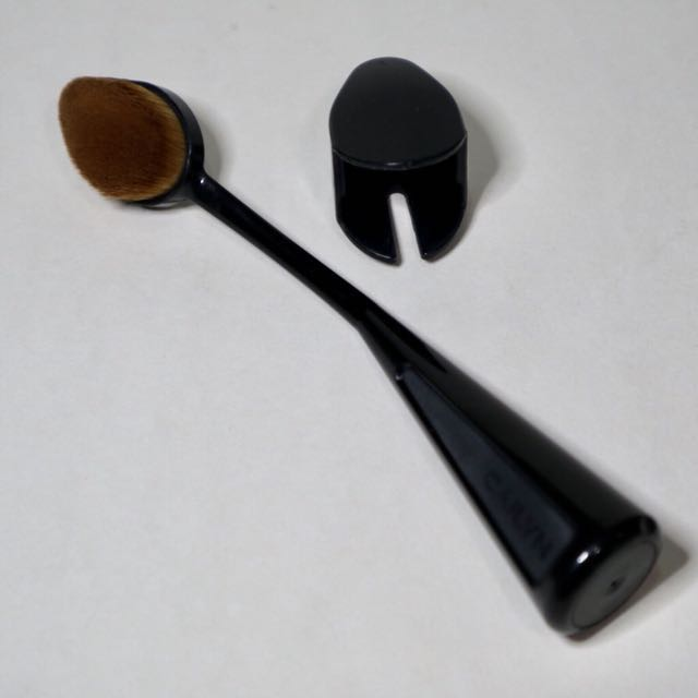 Cailyn Oval Foundation Brush