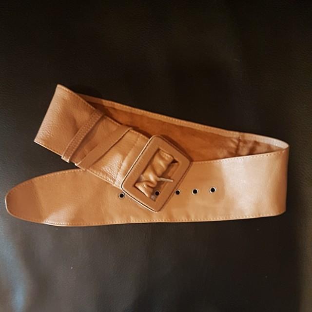 Camel waist belt