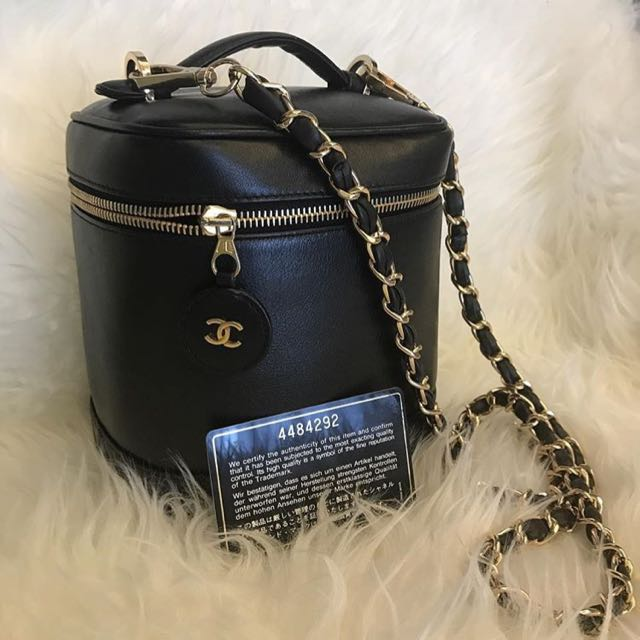771b6e3d856959 Chanel Vintage Black Lambskin Vanity Case With GHW, Barangan Mewah, Beg dan  Dompet di Carousell