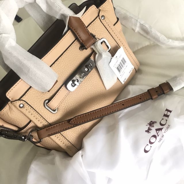 COACH Mini 20 Swagger Carryall