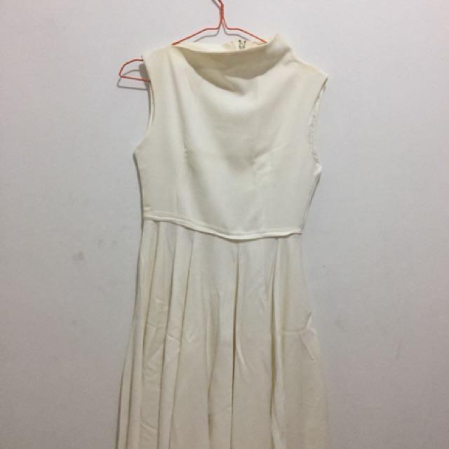 Dress putih / white
