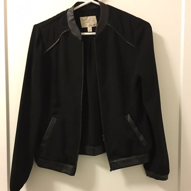Dynamite crepe bomber with leather details