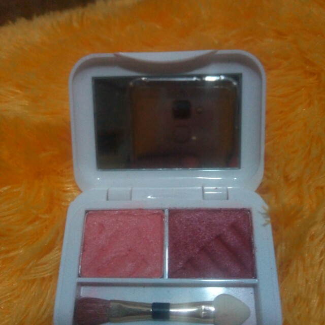 Eyeshadow red A