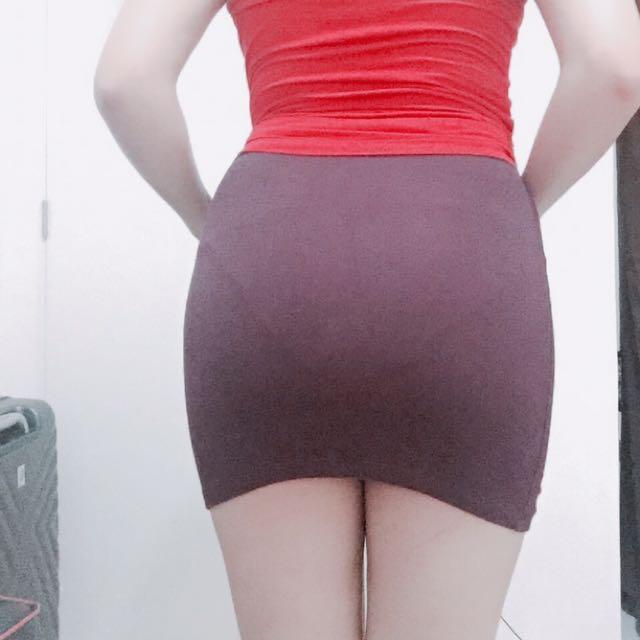 F21 maroon skirt