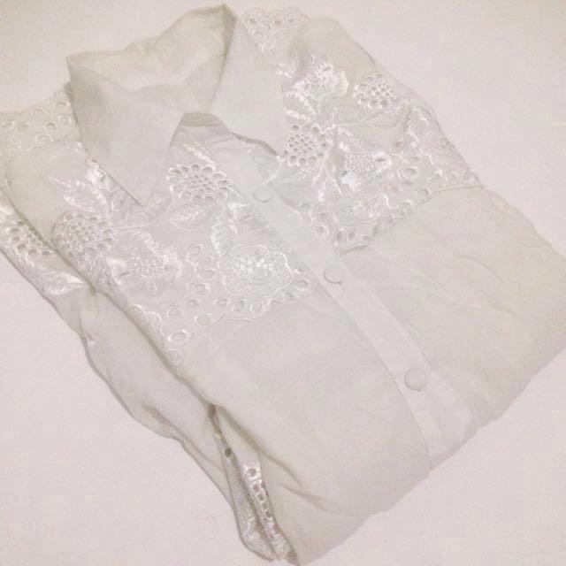 free ! blouse broken white
