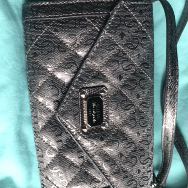 Guess hip bag $25