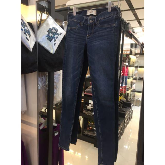 Hollister小直筒牛仔褲