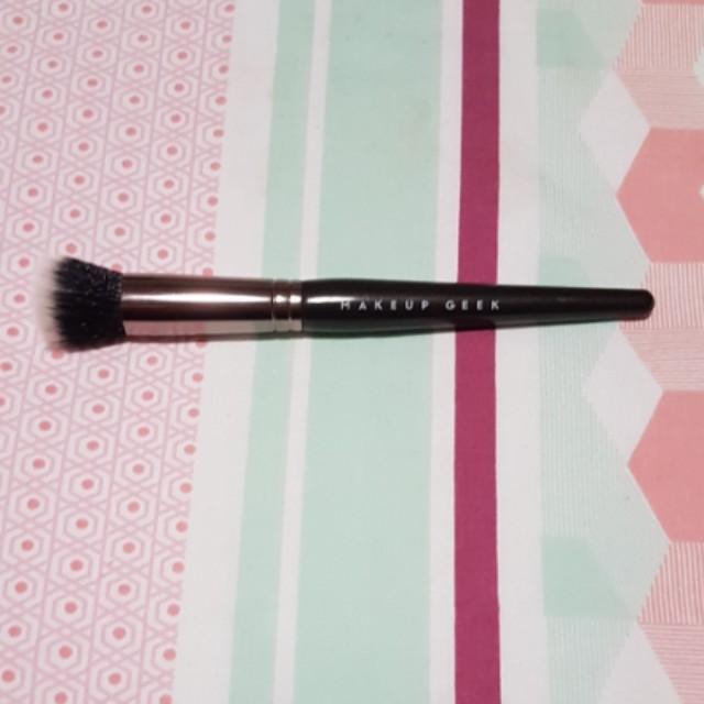 Makeup Geek Highlighter Brush