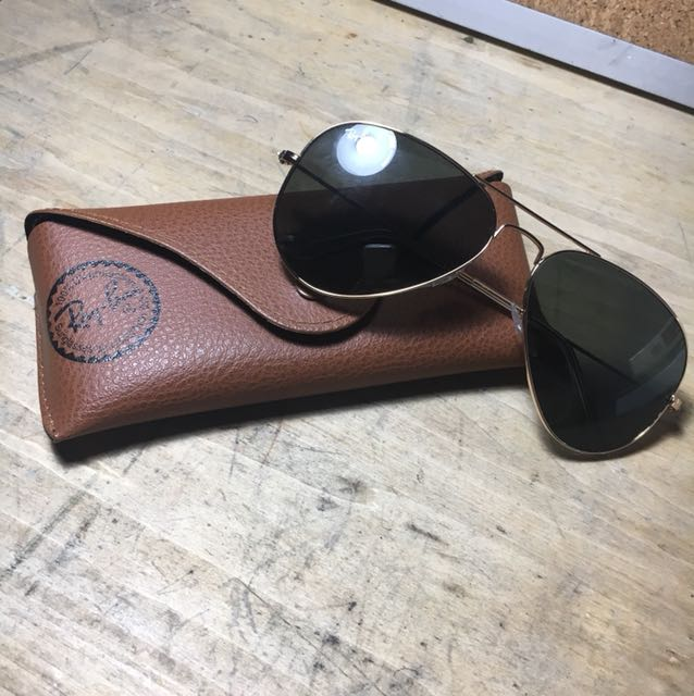 Never worn authentic polarized Ray Ban aviators with case