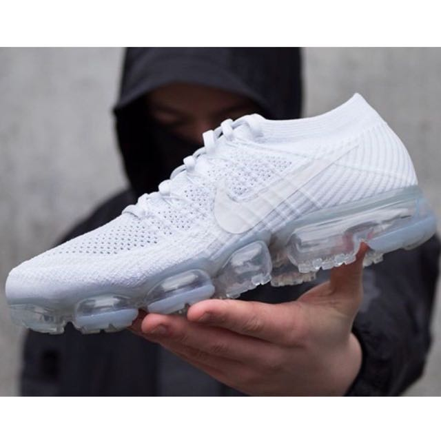 "0edbe9842f49 Nike Air Vapormax Flyknit Triple ""White Christmas"""