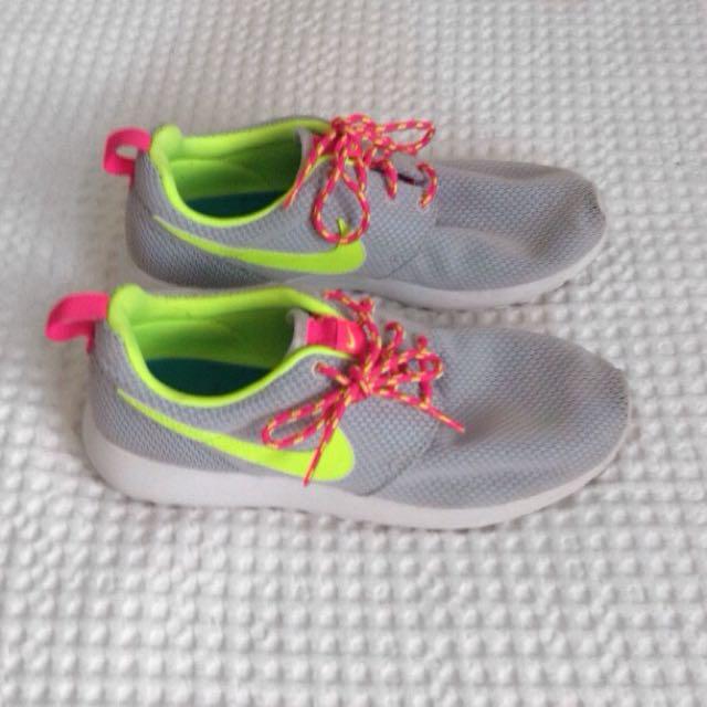 Nike Roshe - Grey, Yellow & Pink