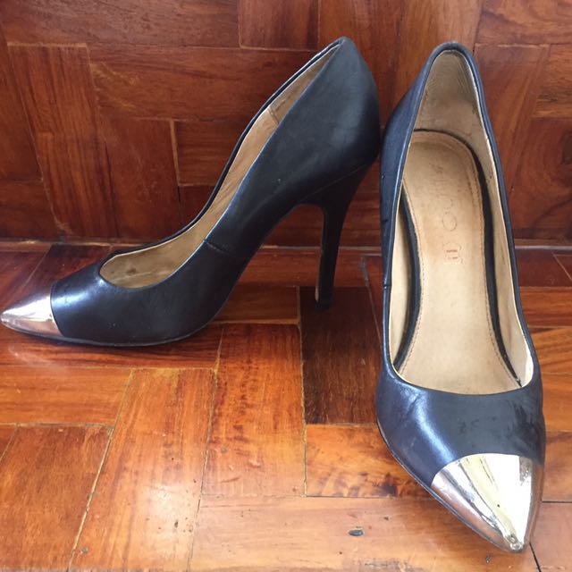 REDUCED PRICE 💖 Aldo Black Gold Toe Pumps