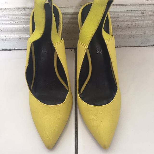 REDUCED PRICE 💖 Aldo Neon Yellow Garterized Pumps