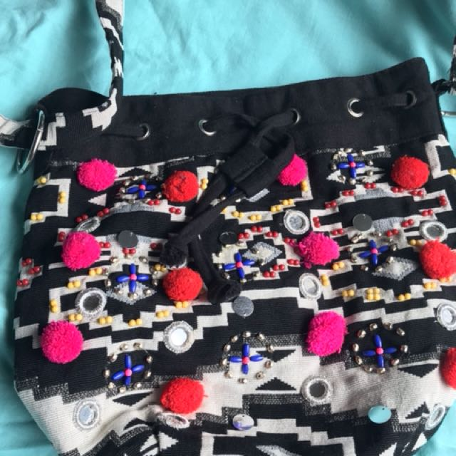 Seed Pom Pom Shoulder bag $10