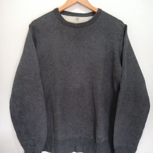 Sweater cowok uniqlo
