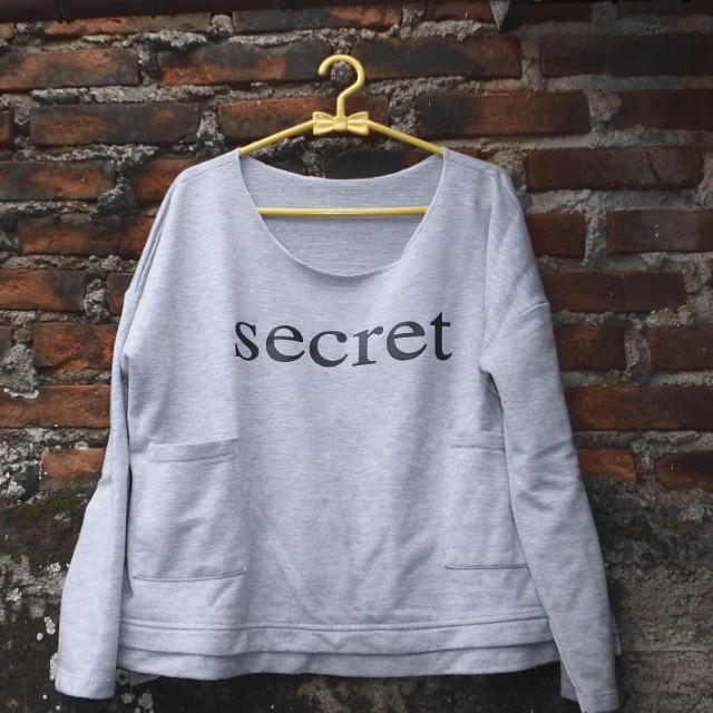 Topcrop secret sweater