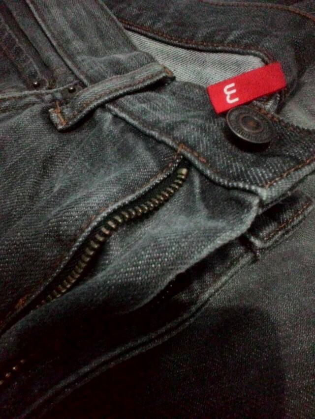 Uniqlo ripped jeans ori