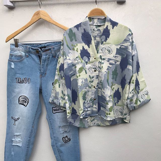 V neck abstrak blouse