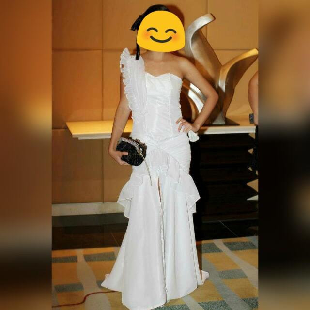 White venus cut long gown