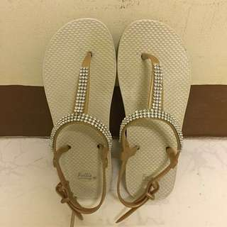 Follie Slippers Size 6