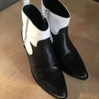 Venilla Suite女裝尖頭黑白短靴