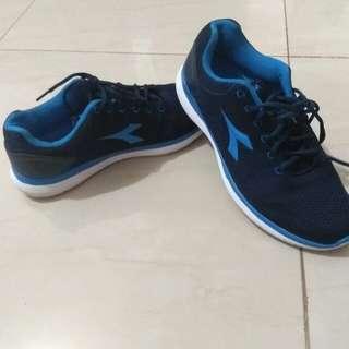 Sepatu running diadora mulus kaya baru