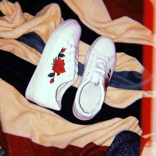 Floral Embroided Shoes 🌹