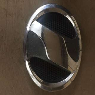 Toyota Vellfire grille emblem