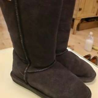 BEARPAW brown boots size 7