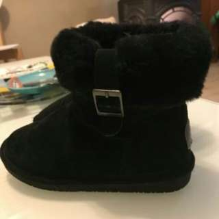 BEARPAW black suede boots size 7