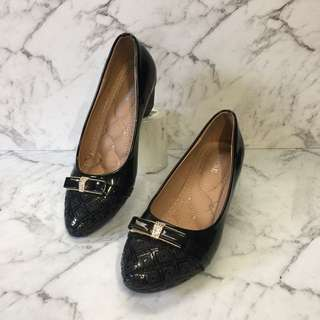 Luxurious black bow flats-barely worn