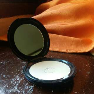 Human Nature Mineral Pressed Powder