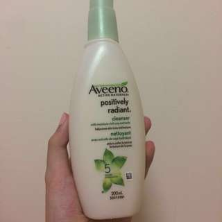 Aveeno Postively Radiant Cleanser