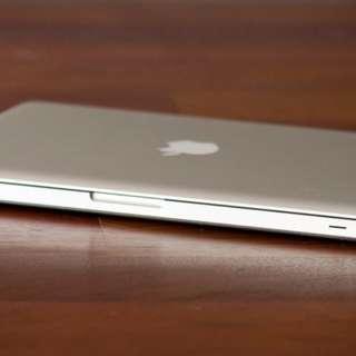 Prelovd MacBook Pro mint cond