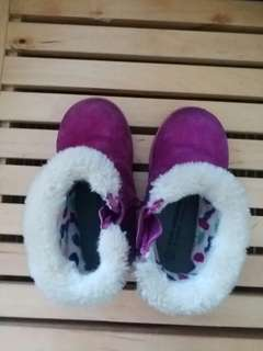 winter shoes size 24