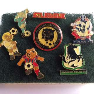 Singapore S league pins