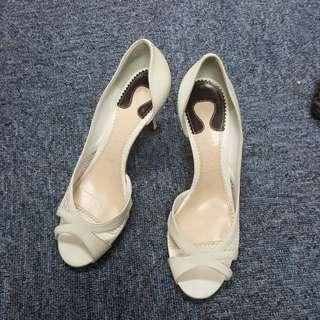 CHLOE 白色露趾高跟鞋