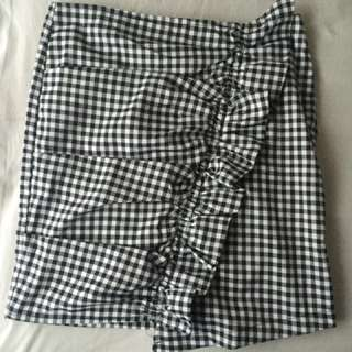 Gingham ruffle skirt medium