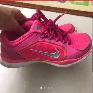 Nike運動鞋 (細路大得快,👟新淨)
