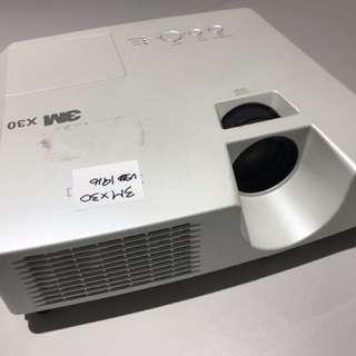 3m x30 投影機 (餘下4084小時)