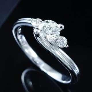 【D-W 香港鑽石世界】《女士鑽戒系列》全新18K白金 37份天然鑽石戒指-001069-68