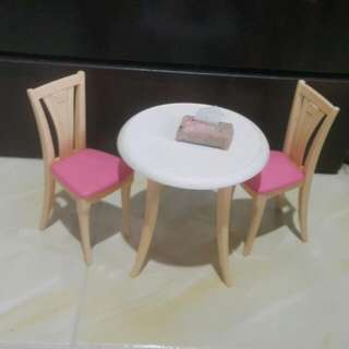 Barbie Dining