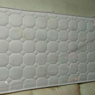 單人床墊(只睡過1次,包裝膠套還未拆)