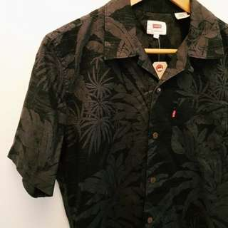Levi's black hawaiian button up.