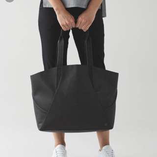 Preloved lululemon all day black tote bag comes with unused laundry bag. Size : 45cm x 36.5cm x15cm