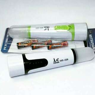 Lampu senter baterai AA
