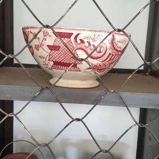 Mangkok antik merah
